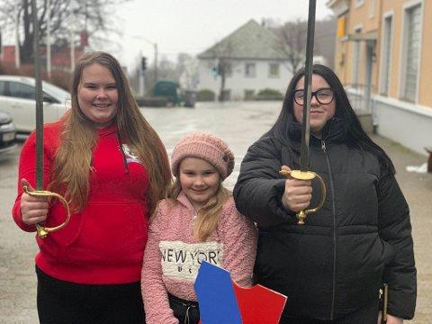 Her er Emilie Nyborg, Leonora Nyborg, Christine Anthun samlet. Anthun er med i Lungegaarden Buekorps, men var med som gjest søndag.