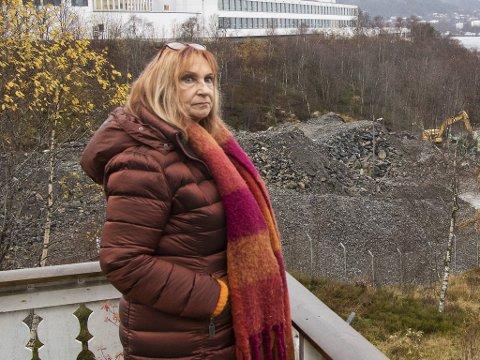 Inger Johanne Bjørgvik er bekymret for sin mor som får ulike hjemmesykepleiere uten munnbind på besøk.