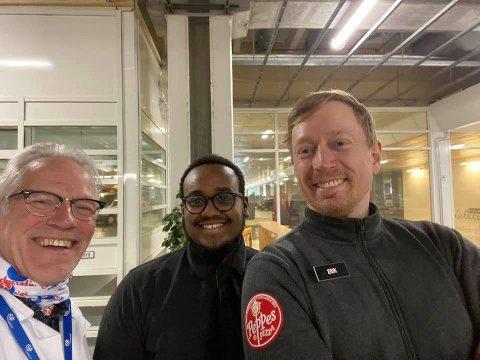 God stemning da Peppes leverte 320 pizza til Haukeland i dag. Fv. Atle Halvorsen, Firaoli Mohammed fra Peppes Nesttun, Erik Standnes fra Peppes Danmarksplass.