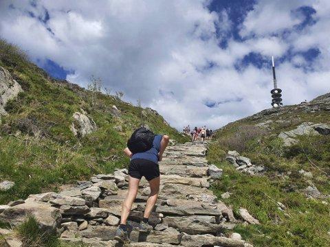 Svært mange tok trappene opp til Ulriken denne pinse- søndagen.