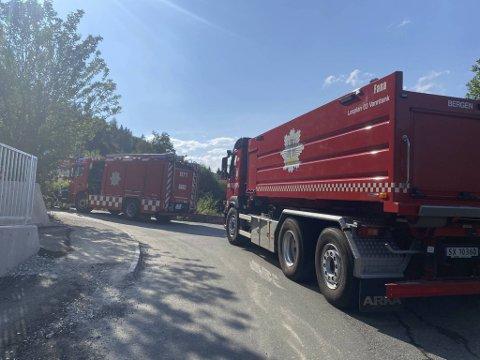 Store ressurser fra to brannstasjoner ble sendt til mot stedet.