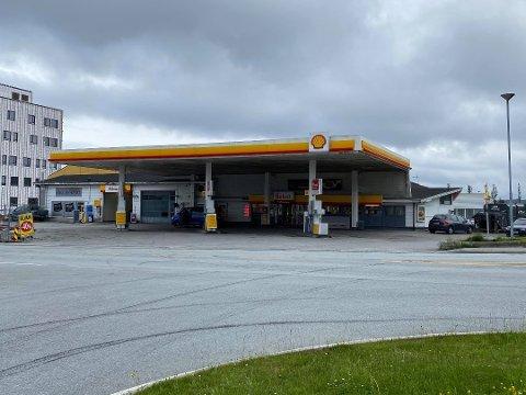 Nå er det snart slutt for Shell-stasjonen på Knarvik.