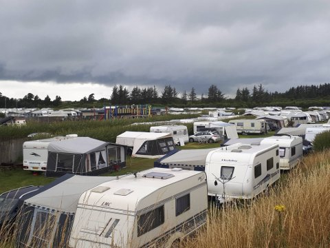 Nina Søviknes og Magnar Gripsgård er faste gjester på Aabo campingplass. De forteller at de aldri har sett plassen så full.