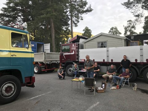 Denne gjengen reiser rundt i veteranbiler med hjemmesnekrede hytter: Morten Langkaas, Jan Tore Hegna,  Martin Skogheim, Kristoffer Kristensen, Johan Gjersund og  Geir Arne Myhre.