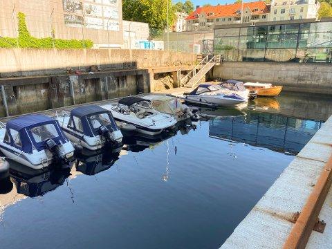 Ti båter ved Damsgårdssundet har hatt uvedkommende på besøk.