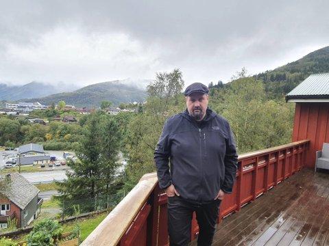 Kjartan Haugsnes ofrer gjerne huset dersom det betyr en god løsning for vei og tog.