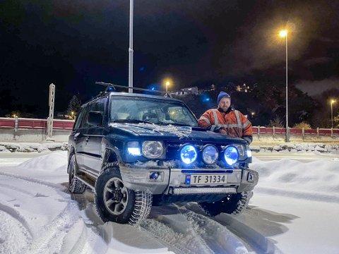 Mikal Sakstad Ingebrigtsen kjører en bil som ikke hadde noen problemer med søndagens føre. Det var det mange som ikke gjorde.