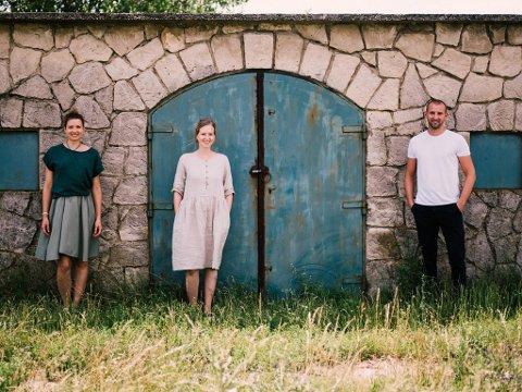 «Renner Sistas» består av søstrene Stefanie og Susanne. Nå har de også fått med seg broren, Georg i produksjonen.