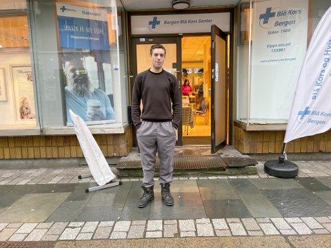Samael Misa har brukt dagsenteret i sentrum de siste tre månedene. Han håper at folk kan bidra til å holde stedet åpent.
