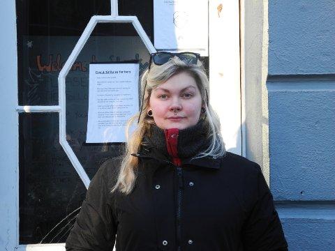 Beathe Larsen ved Lucky bar er oppgitt over avslaget, og synes det er trist at gaten ikke får utnyttet sitt fulle potensiale.