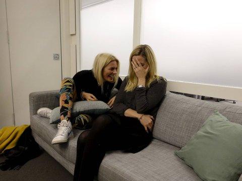 """Mia Hundvin og Kari-Anne Henriksen har skrevet manuset til den nye humorserien """"Udda veckor"""" som blir å se på Discovery Sverige i vår."""