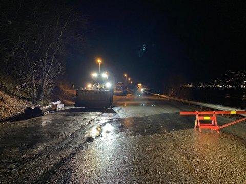 STENGT: Bildet er tatt før den dramatiske hendelsen da politiet og bilister var nær å bli truffet av isras.