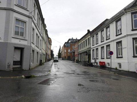 En ung kvinne ble utsatt for en blotter i Fosswinckels gate på Nygård torsdag kveld.