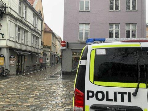 Politiet rykket ut til ulykkesstedet i Hollendergaten, som ligger rett ved Korskirken i Bergen sentrum.