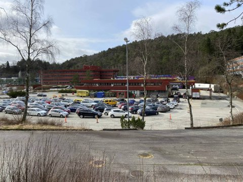 Ved 11-tiden var det fullt på teststasjonen på Spelhaugen.