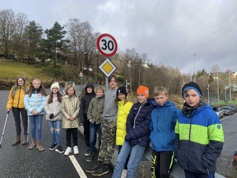 Elevrådet ved Ulsmåg skole har sendt en uttalelse til Vestland fylkeskommune og samlet inn penger for en tryggere skolevei.
