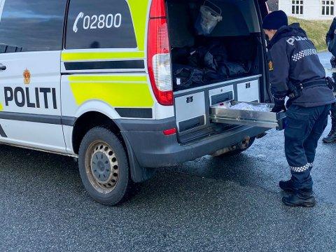 Politiet har startet drapsetterforskning, etter at en kvinne ble funnet død på Varaldsøy i Kvinnherad torsdag kveld.