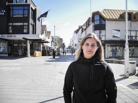 Monica Sanden flytta frå Frekhaug til Haugesund ein månad etter faren sin død. – Eg skulle ønske han kunne sett kor fint vi har det her.