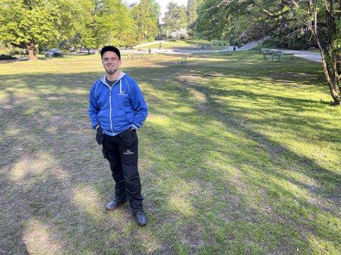 Polske Krzysztof Loks sto opp klokken tre natt til lørdag for å rydde Nygårdsparken.
