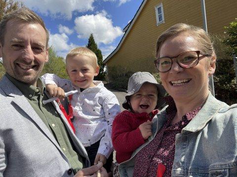 Den svensk-danske familien i Bergen gleder seg over lettelser fra regjeringen. Louise Korsbæk Sondrup, Emma (1), Emil (4) og Kristofer Forsberg avbildet da de feiret 17. mai.