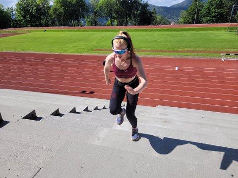 Amalie Lovik (22) trener trappe-intervaller på Skansemyren, et av Bergens desidert beste anlegg for uorganisert aktivitet.