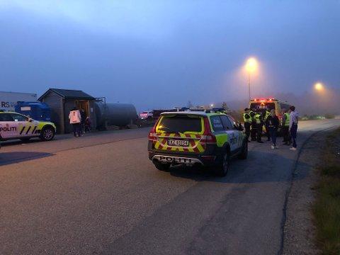 Ved Kollsnes næringsanlegg i Øygarden var det samlet russ fra elleve russebusser for å feste. Ambulansen tok med seg fire russ til Legevakten.