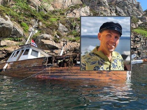 Etter å ha forsikret seg om at det ikke var noen om bord, kontaktet Jan brannvesenet for bistand.