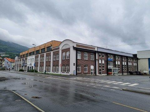 Obos har planer om å bygge en hel del nye boliger på den 25 mål store tomten i Fabrikkgaten.