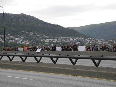 Lærerne som hadde møtt opp for å markere streiken møtte stor respons fra forbipasserende biler