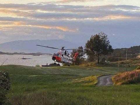 Politi, brannvesen, helsepersonell, redningshelikopter og Kystvakten rykket ut til båtulykken på Tysnes.