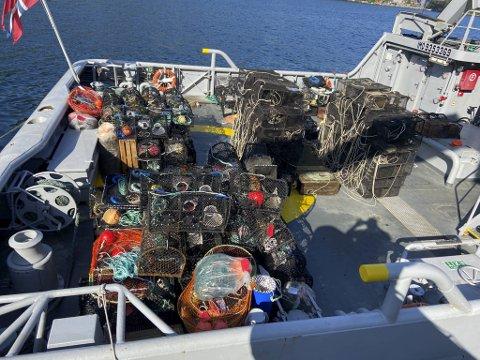 Fiskeridirektoratet og Kystvakten utførte sammen en aksjon hvor de hentet opp over 300 ulovlige redskaper fra havet.