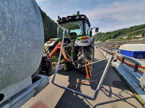 Det var en representant fra entreprenøren som oppdaget at traktoren hadde blitt tyvkjørt.