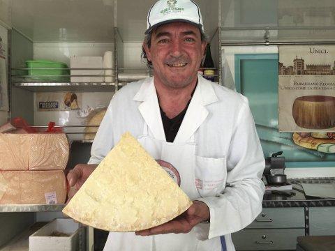 Fausto Bendini solgte ost fra sin vogn i Lucca i Toscana da vi besøkte dette området i Italia for noen år siden. Det er nok mange som har måtte utsette Italia-ferien, men landets ost og vin kan vi heldigvis også nyte her hjemme.