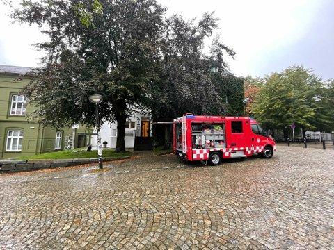 Rundt middag fredag rykket brannvesenet til dagens første vannlekkasje i et bygg på Sydnesplassen.