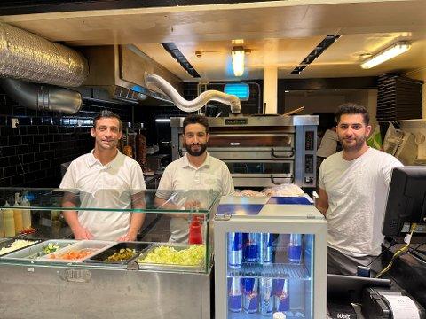 Royal Döners Basel Alibrahim, Akrem Alibrahim og Zana Nawzad sier til BA at natten var kaotisk. – Vi måtte kalle inn ekstra folk til å komme på jobb.