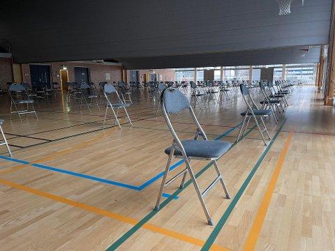 Mandag morgen hadde Amalie Skram videregående skole rigget til gymsalen for testing ut av karantene.