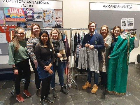 F.v.: Tuva Kristine, Emelie Johansen, Deepti Patel, Thina Mohus, Andreas Vestvann Johnsen, Ingrid Bay-Larsen og  Benedicte Forsland.