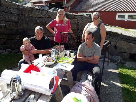 I går var dennedugnadsgjengen i arbeid for å forberede morgendagens Åpen gård-arrangement.