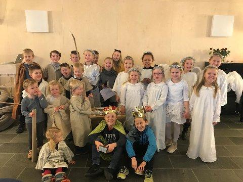 Øving: Barna på søndagsskolen øver til julespillet som skal fremføres på juletrefesten på Varen kulturscene.
