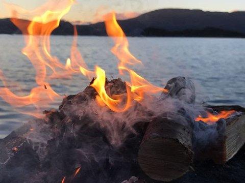 Bålreglene åpner for bruk av skjønn, og det er fortsatt mulig å tenne opp bål der hvor det ikke åpenbart kan medføre brannfare.