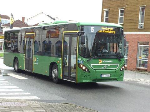 Nå blir buss billigere for ungdom