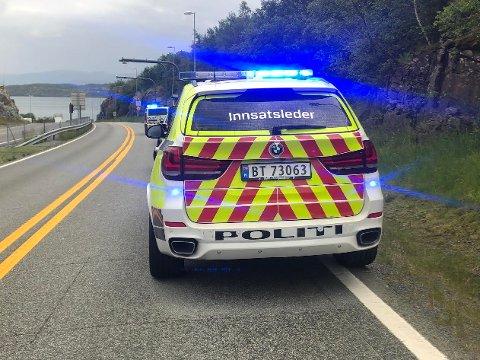 Stoppet bil: Politiet stoppet en bil på Rennesøy etter å ha fått inn en melding om våpen i bilen. Politiet gjorde funn av et luftvåpen.