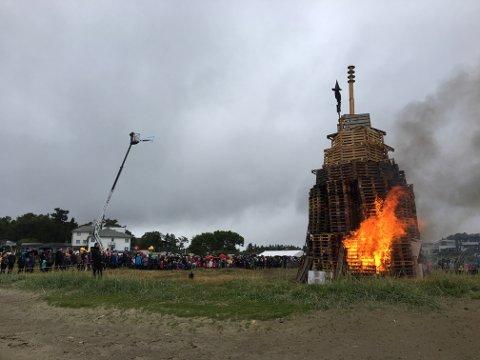 Søndag er det duket for St. Hans-feiring på Vistestranden. Her fra et tidligere arrangement.
