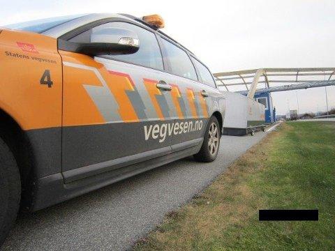 Av 98 kjøretøy ble elleve kjøretøy plukket ut for ytterligere kontroll.