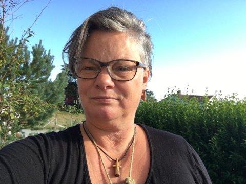 Opprop: Elin Rydningen er en av fire initiativtakere til å starte et opprop mot å flytte biblioteket på Rennesøy fra kulturhuset på kaiområdet i Vikevåg til kommunehuset, som nå omtales som Innbyggertorget.