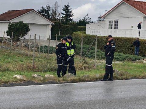 På stedet: Politiet på hendelsesstedet i Goaveien, i nærheten av Randabergsletta.