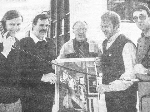 HISTORIEBILDET: – Slå på tråden døgnet rundt, så kommer vi umiddelbart, var budskapet fra John Meuche (f.v.) Johnny Knutsen, Halvor Thon, Hans Løvstad og Roar Svendby i 1985. De dro da i gang prosjektet Mesterservice, som tilbød førstehjelp av håndverkstjenester til huseierne i Bygdepostens distrikt.    Om du har gamle eller nyere bilder fra Midtfylket, som du vil dele med Bygdepostens lesere, hører vi gjerne fra deg.    Gamle bilder og tekst, kan også sendes som e-post til: redaksjonen@bygdeposten.no.