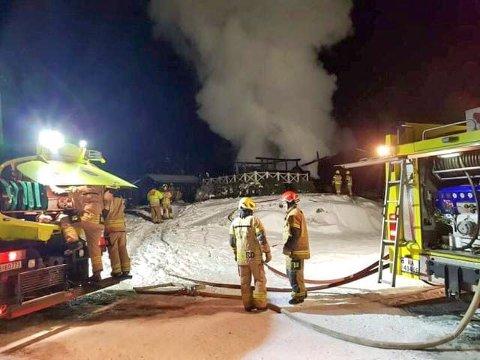 BRANT NED: Et bolighus på Finnerudskogen i Krødsherad brant ned til grunn torsdag kveld. Nå forbereder brannvesenet seg på julehøytiden.