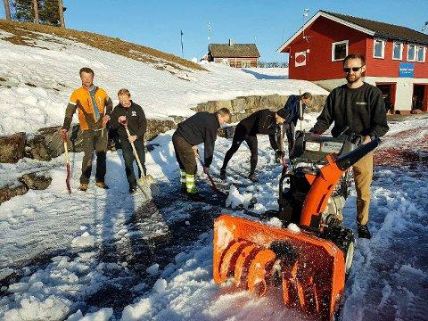 DUGNAD: Øyvind Wiger (f.v.), John Muggerud, Tore Tandberg, Kenneth Åsland, Morten B. Hære og Thomas Dalen, var torsdag i full sving med den siste finpussen før dagens KM.