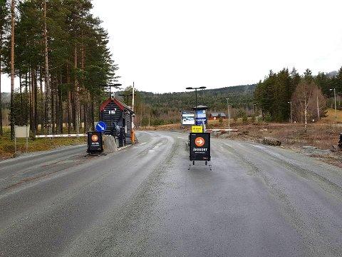 BOMFRITT: Heretter kan du passere bommen på Norefjellveien uten å måtte stoppe for å passere.